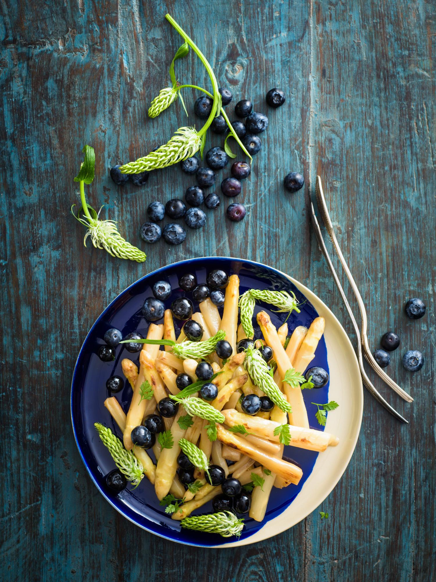Teufelskralle_Spargel_Blueberry_Salat